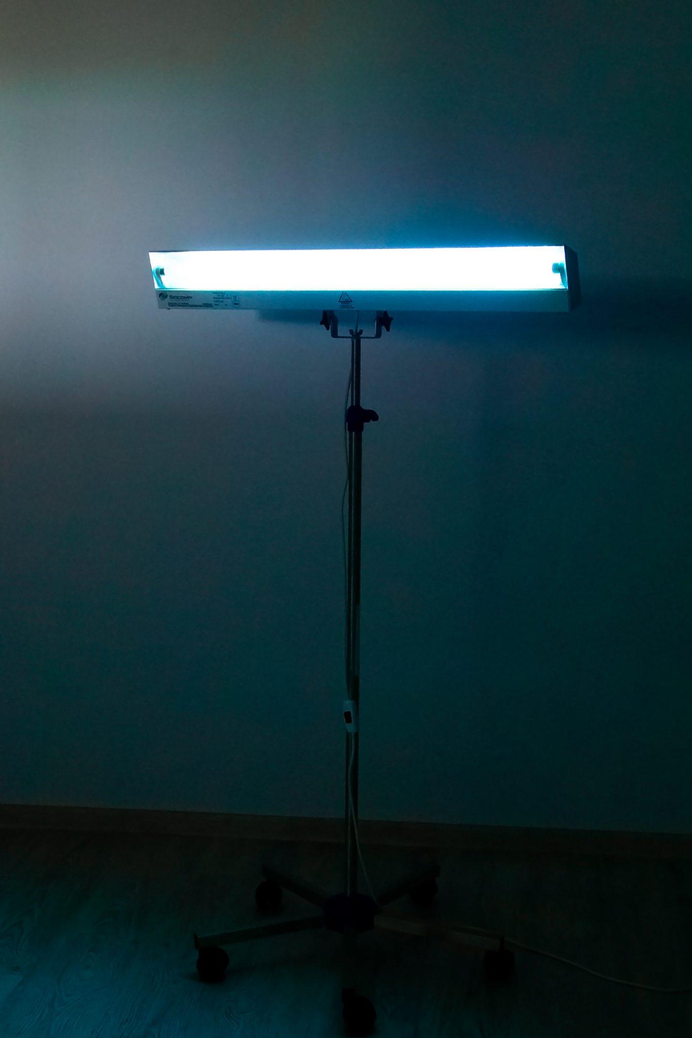 lampa aprinsa