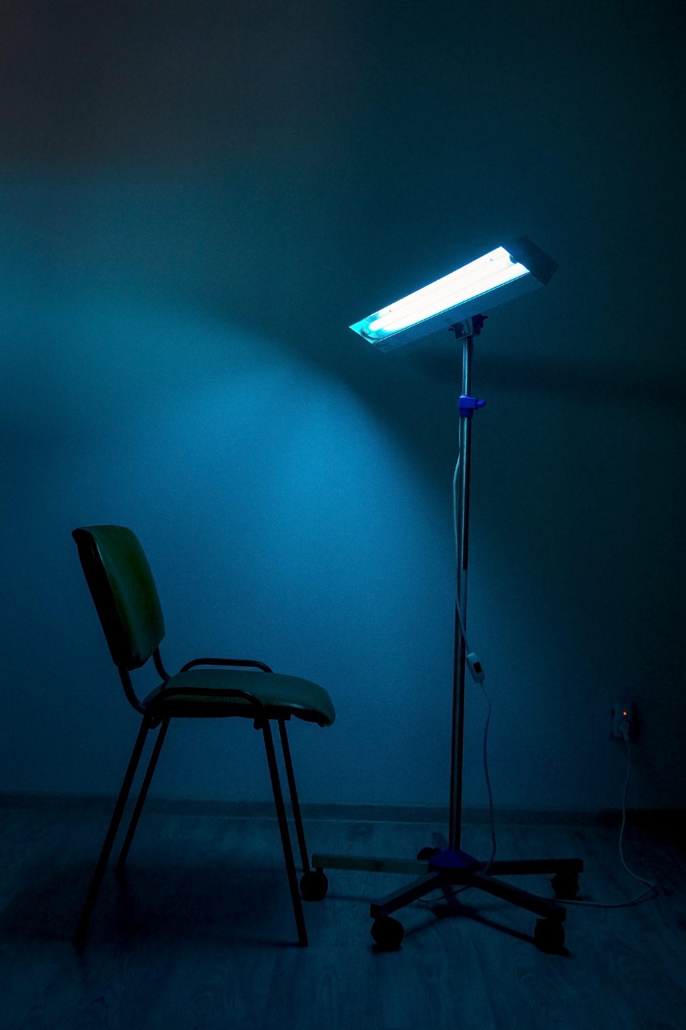lampa catre scaun