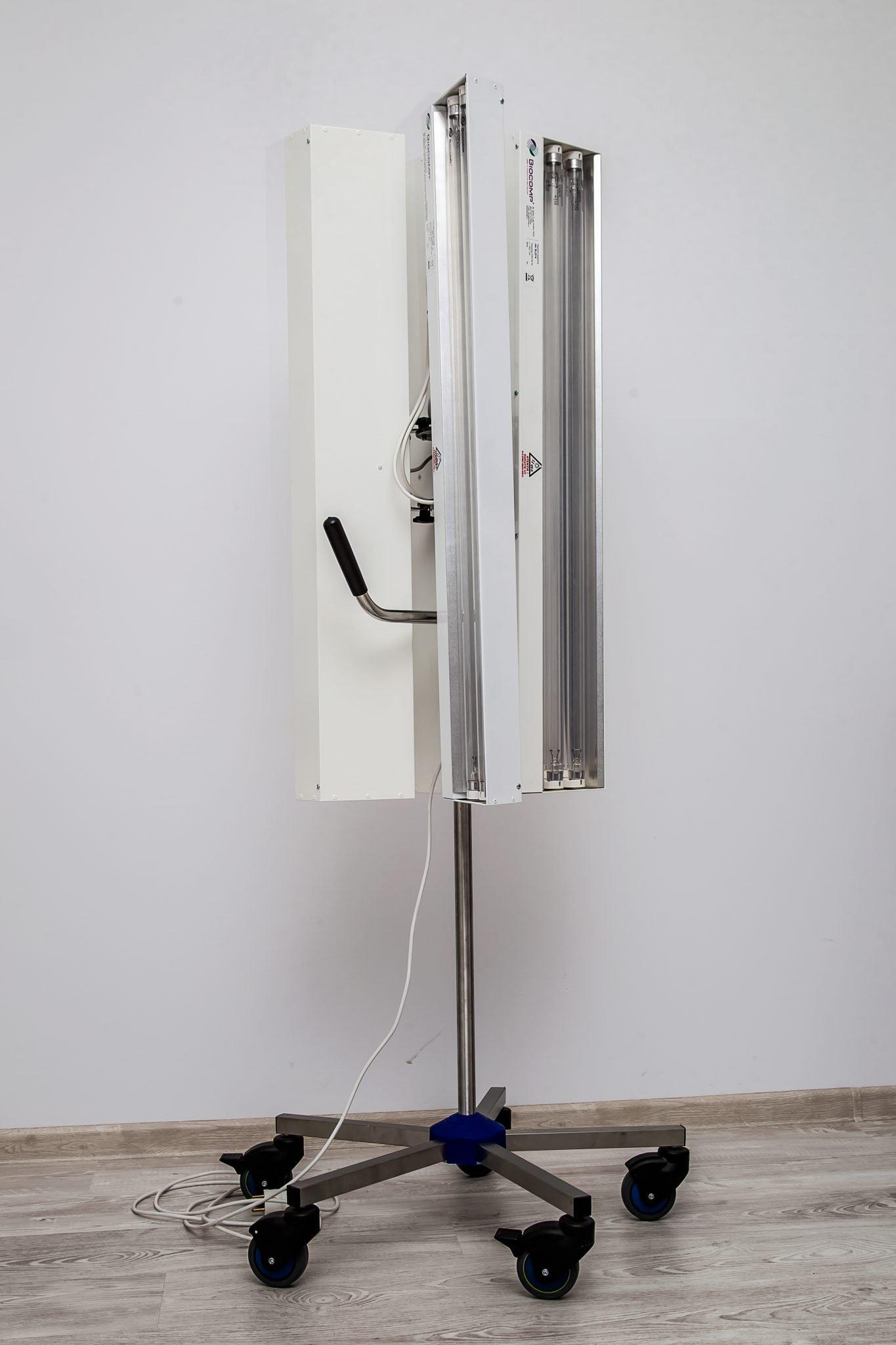 lampa cu 3 brate pe stativ